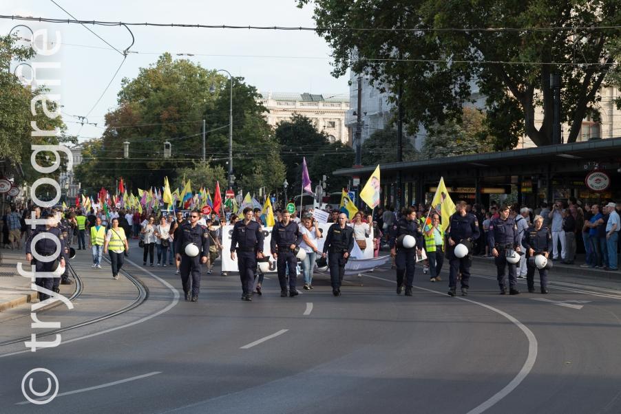 Curdic demonstration in Vienna against politic in Turkey
